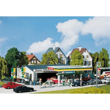 Station-service avec bâtiment de service / Petrol station with service bay H0