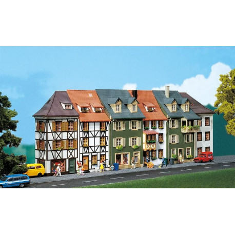 Ensemble de 6 maisons à colombages / 6 Relief houses H0