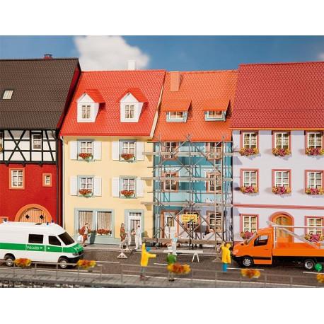 Deux maisons de petite ville avec échafaudage de peinture / 2 Village houses with painters scaffold H0