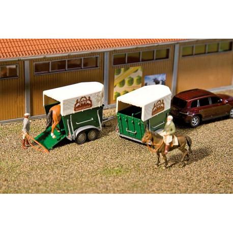 Deux box pour chevaux / 2 Horsetrailers H0