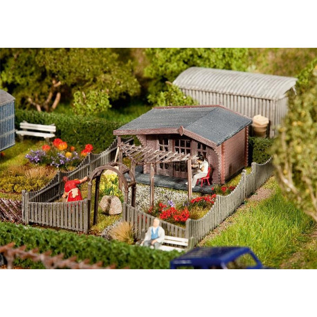 Jardin d'ouvrier avec tonnelle / Allotments with summer house H0