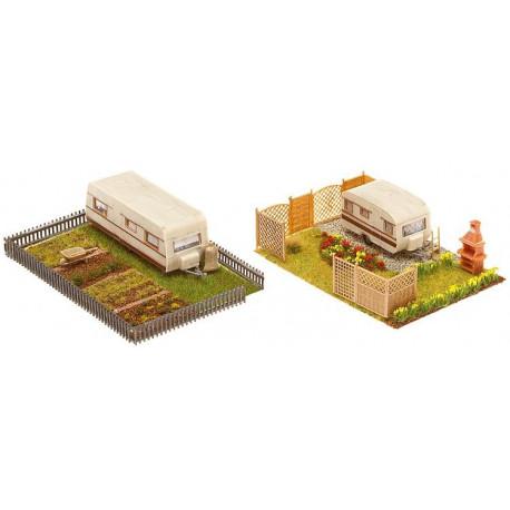 2 jardins d'ouvrier avec caravanes / 2 Allotments with caravan H0