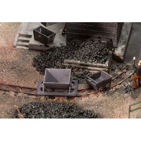 2 wagonnets et deux berlines / 2 Trolleys und 2 mining carts H0