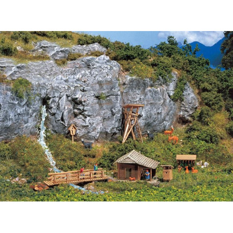 Pavillon de chasse avec mirador / Lodge with raised hide N