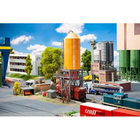 Chargement de gravier / Gravel loading facility H0