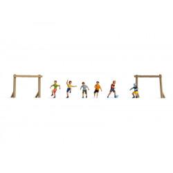 Enfants au terrain de jeu / Children on the Football Ground N