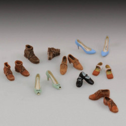 Assorted shoes 1/35